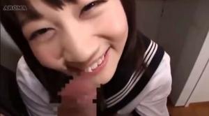 【篠宮ゆり】机の下で先生が来るのを待ち構えてたJKにちんぽをしゃぶられる【口内射精】
