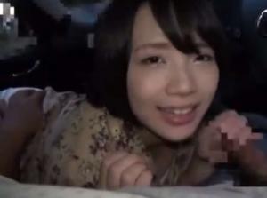 【稲村ひかり】ラブラブ彼女が車内で大好きな彼氏のちんぽにいっぱいちゅっちゅ&じゅぽじゅぽ【個人撮影風】