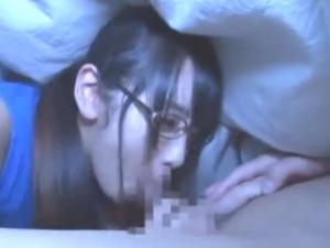 【口内射精】布団の中でお姉ちゃんが…。こんなにじゅぽじゅぽされたら家族にバレちゃうよぉ