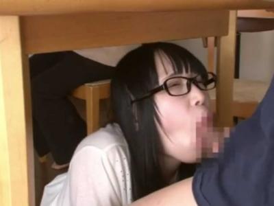 巨乳家庭教師のお姉さんが両親のいる前で誘惑フェラチオ♡【口射ごっくん】