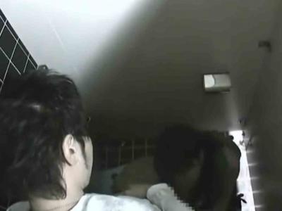 トイレでカップルのフェラチオを上から盗撮w追いかけて車内フェラまで!