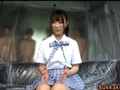 ぶっかけ部屋で制服美少女がこれから大量に射精される心境をインタビューw