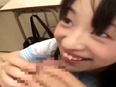教室で笑顔が可愛いJK彼女のラブラブフェラチオ♡