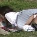 JKが公園で彼氏のチンポを四つん這いでパンツ丸出ししゃぶりw